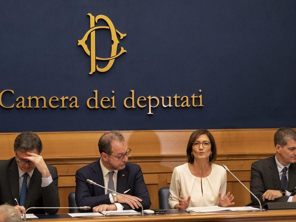 Ideeitalia la conferenza stampa a montecitorio for Camera deputati rassegna stampa