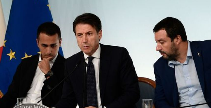 (From L) Italy's Deputy Prime Minister and Minister of Economic Development, Labour and Social Policies, Luigi Di Maio, Italy's Prime Minister, Giuseppe Conte and Italy's Deputy Prime Minister and Interior Minister, Matteo Salvini attend a press conference following a Cabinet meeting on the country's draft budget, prior to its submission deadline to the European Commission on October 15, 2018 at Palazzo Chigi in Rome. (Photo by Filippo MONTEFORTE / AFP)