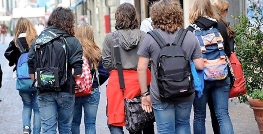 studenti scuola zaini-2